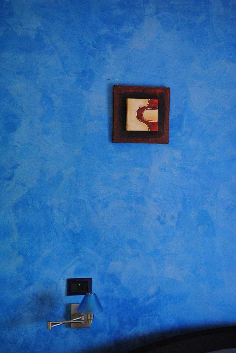 pintura paredes azul en estuco